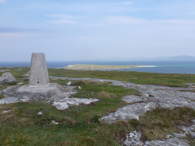 Eoligarry: trig point atop Beinn Sgùrabhal