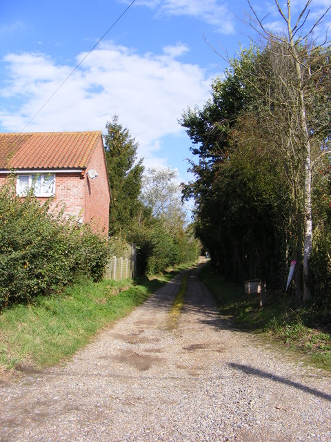 Footpath & entrance to Bonds Farm