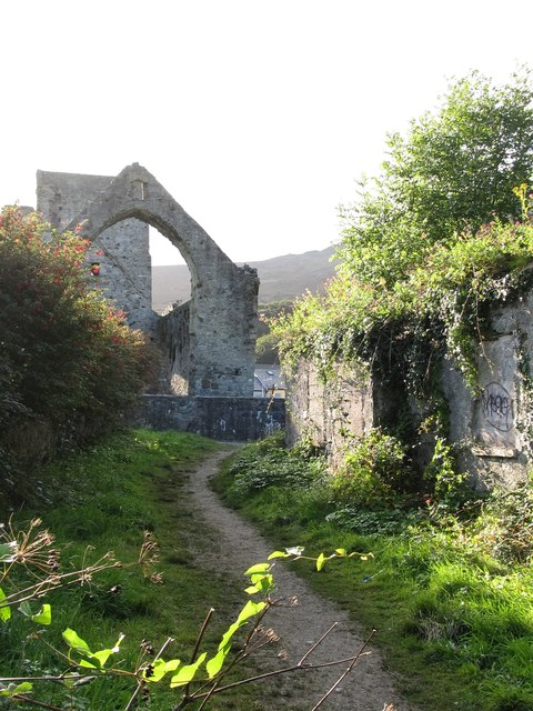 Footpath at the rear of Carlingford Priory
