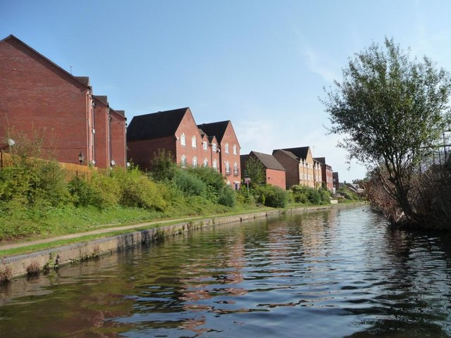 New canalside housing on Alder Avenue [3]