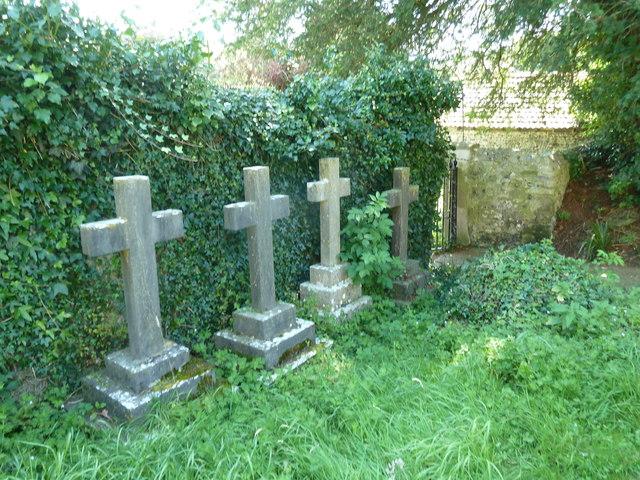 Holy Trinity, Godmanstone: churchyard (2)