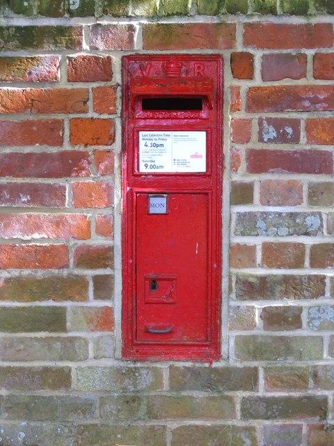 Victorian GPO box, Slinfold
