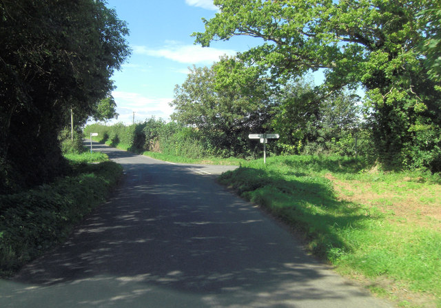 Hambidge Lane crossroads with unnamed road to Fairford & Eastleach