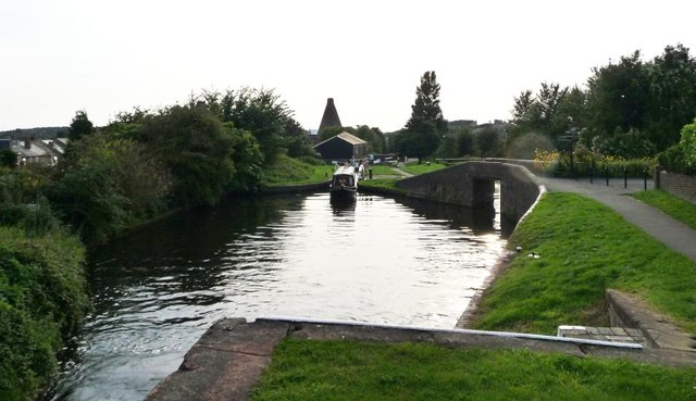 Narrowboat ascending the Stourbridge Sixteen