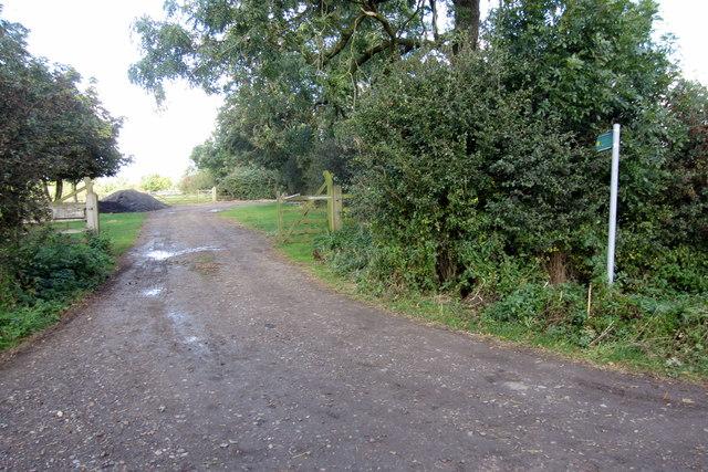 Path by Oakridge farm to the A421