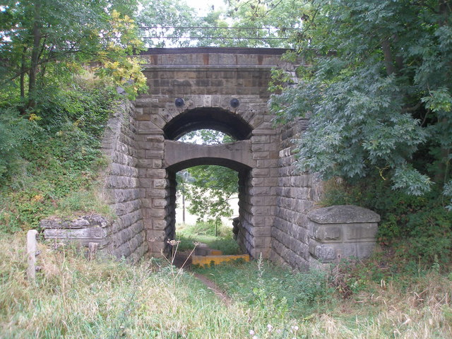 Unusual railway bridge near Highroyds Wood