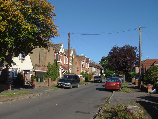 Penton Avenue, Staines