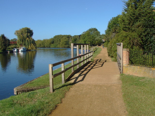 Footbridge, Thames towpath
