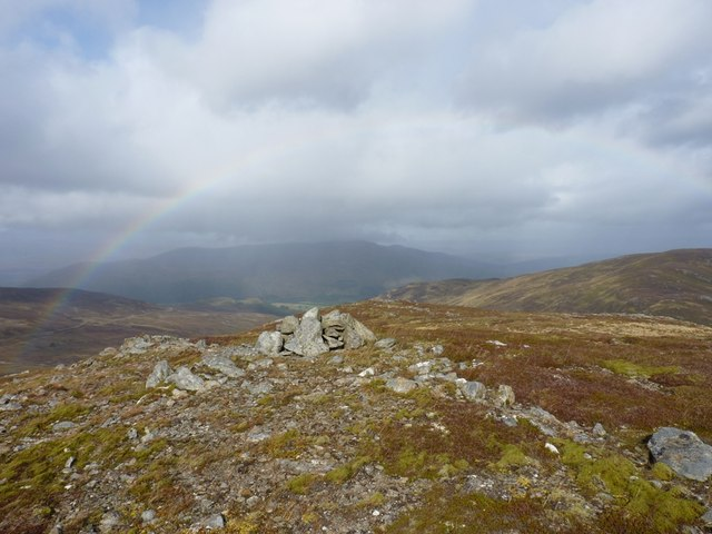 A small cairn on the crest of the ridge