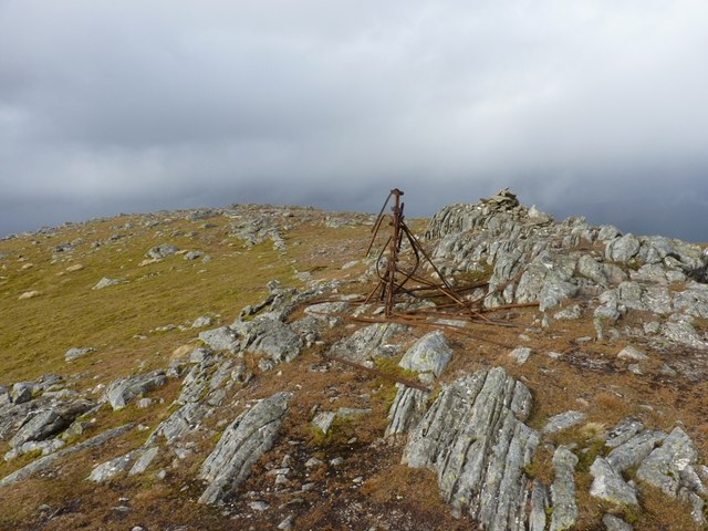 A small cairn and fence remains on Meall a Bh&agrave;rr