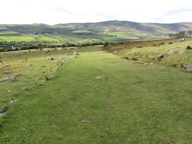 The Tain Way trail approaching the foot of the slope
