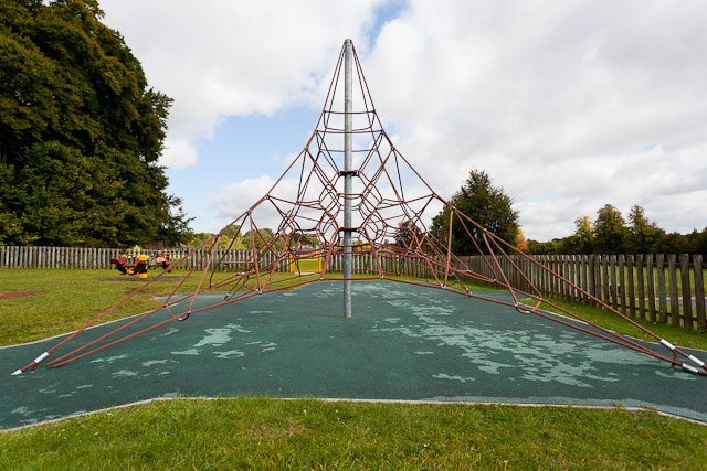 Rope climbing frame, Recreation Ground, Lovedon Lane