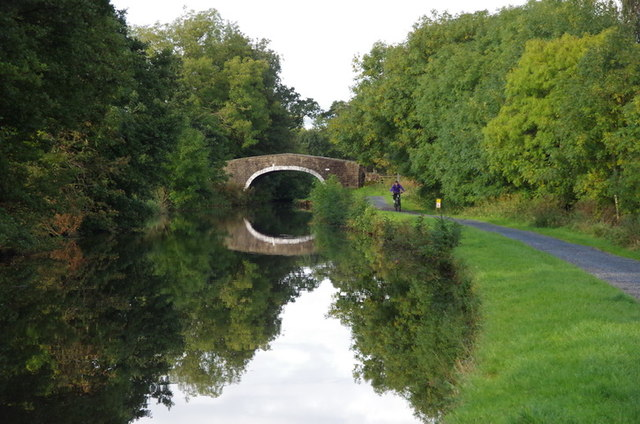 Leeds &amp; Liverpool Canal and Dauber's Bridge