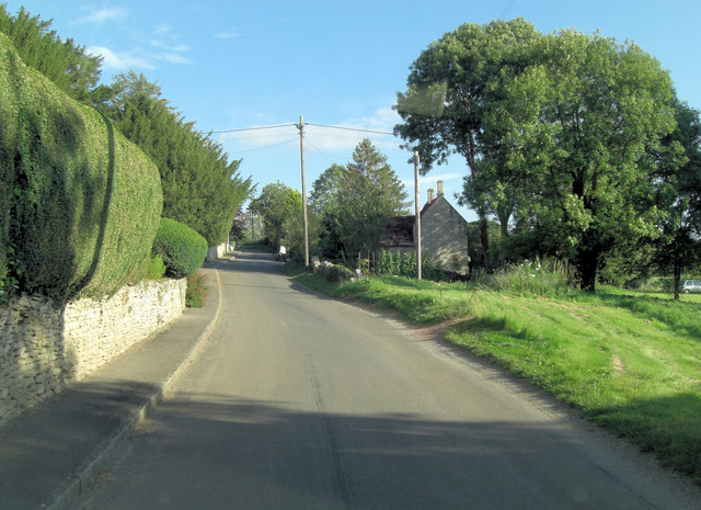 Approaching the centre of Aldsworth