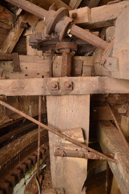 Ullesthorpe Subscription Mill  - cap mechanisms