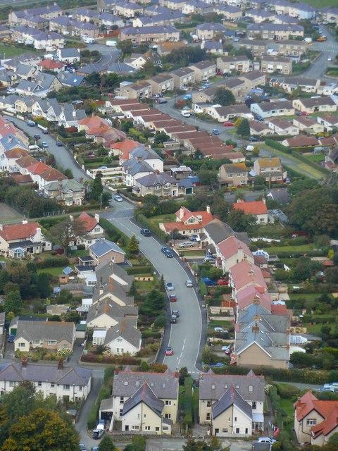 Toeau amryliw yn Nwygyfylchi / Multi-coloured roofs in Dwygyfylchi