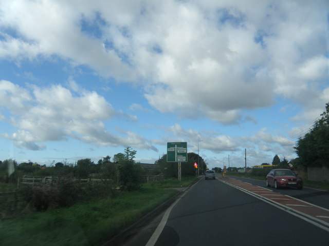 Approaching  crossroads  on  A1079  west  of  Barmby  Moor