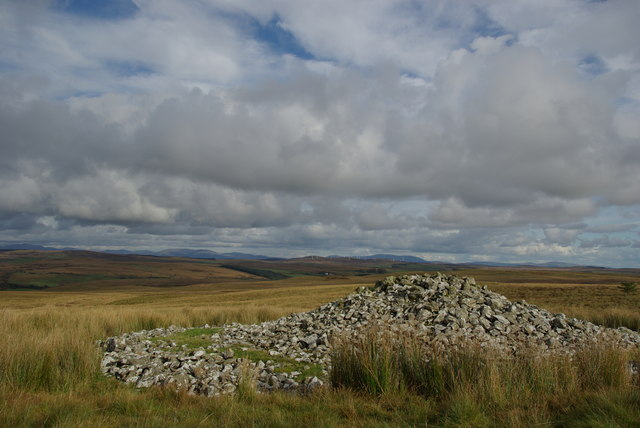 Prehistoric burial cairn SE of Cairnerzean Fell
