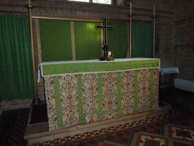 Gurnard, All Saints: Trinity altar
