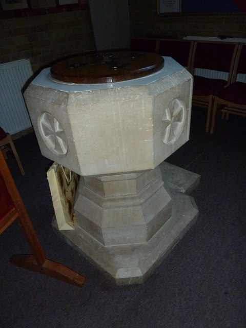 Gurnard, All Saints: font