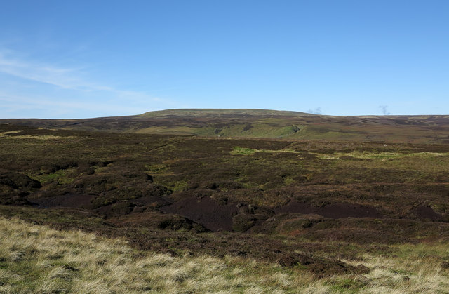 Peat haggs and banks near Stoneshaw Rigg