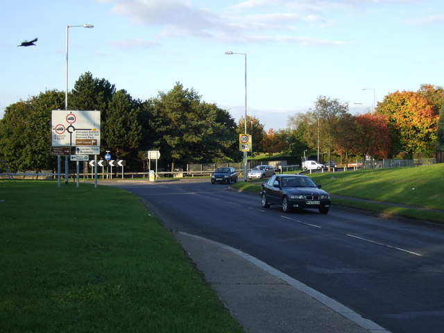 Marlborough Way (B5440) approaching roundabout