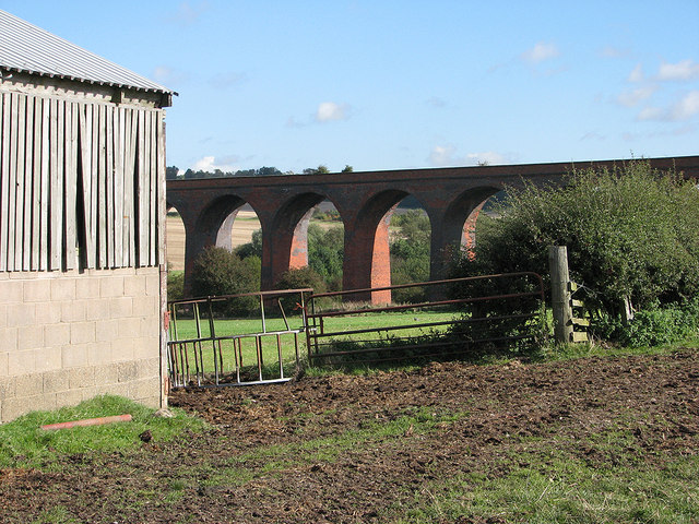 John O'Gaunt: footpath, barn and viaduct