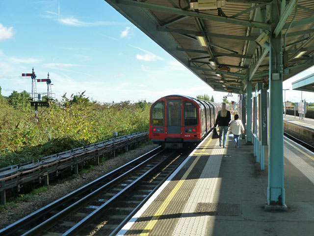 Eastbound Central Line train leaving Greenford