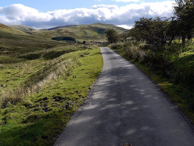 Road & Pennine Way towards Burnhead