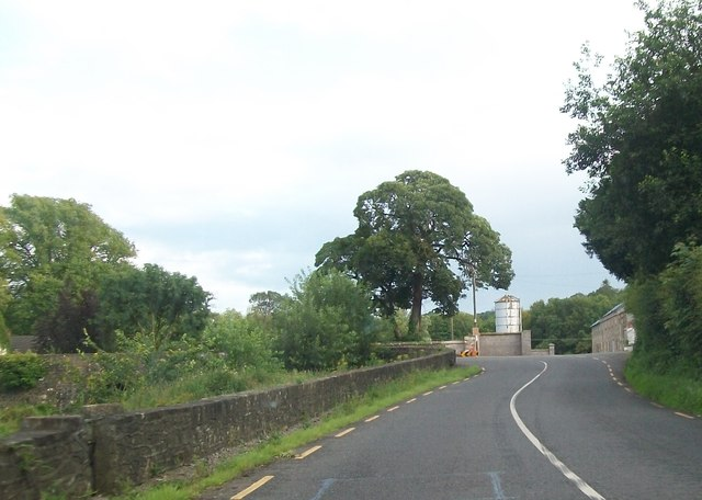 R183 at the western approach to the bridge at Analore