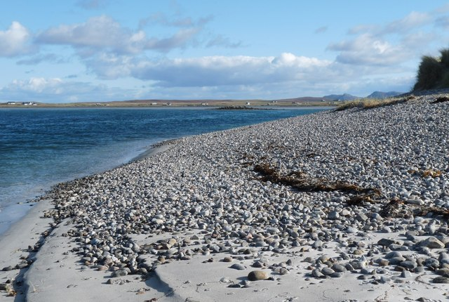 Shingle shore of Tràigh Leathann