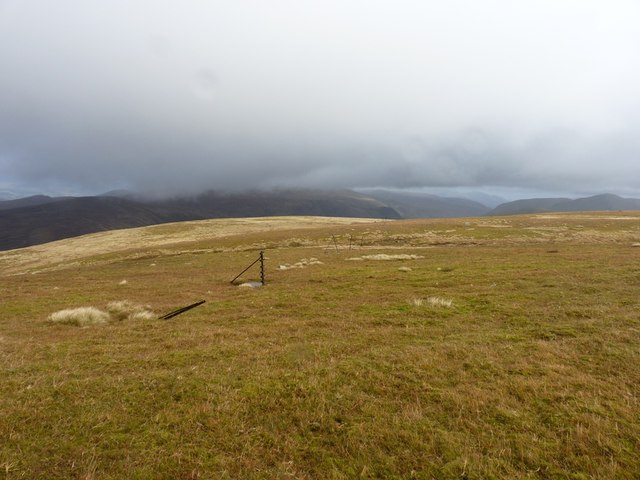 Old fenceline on Meall Buidhe