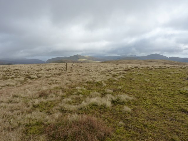 Unmarked fenceline going east from Meall Buidhe