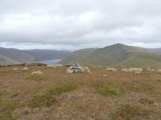 Summit cairn on Sròn a� Choire Chnapanich