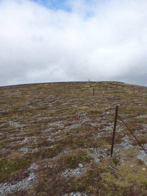 Old fenceline on Sròn a' Choire Chnapanich