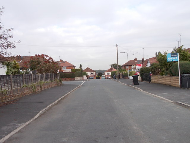 Southleigh Avenue - looking towards Southleigh Road