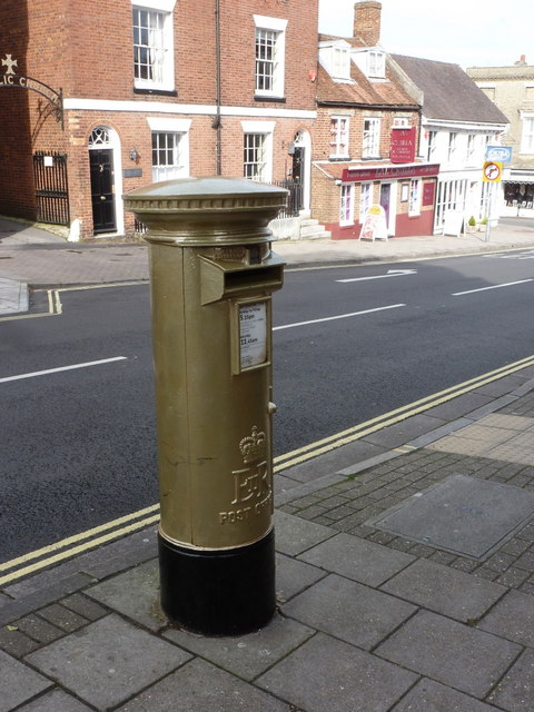 Lymington: Olympic gold postbox