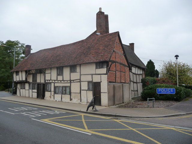 Old timber-framed cottages in Stratford-upon-Avon