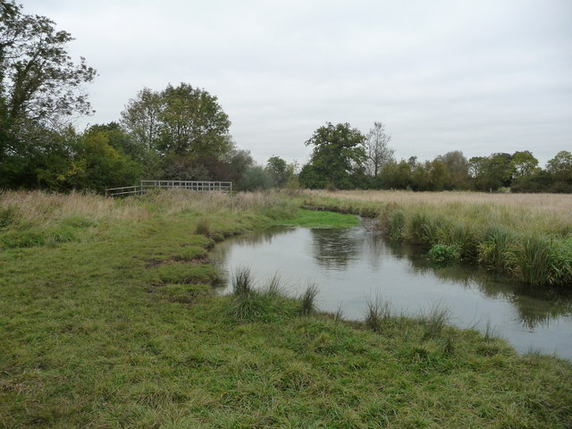 Footbridge and stream on the Oxfordshire Way