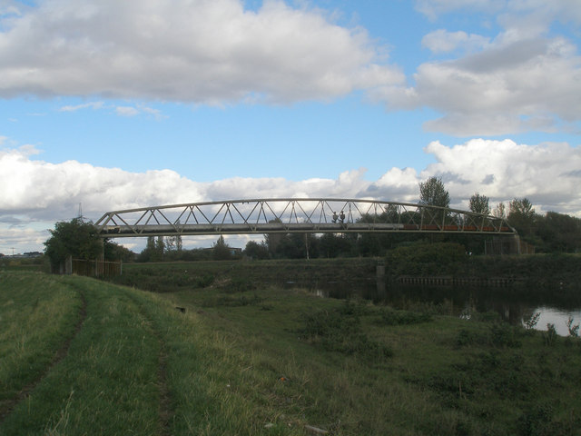 Pipeline bridge over the River Aire