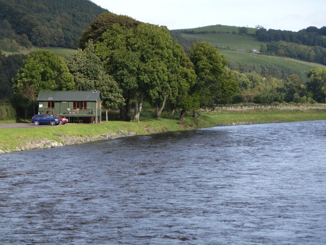 Fishing hut and River Tweed