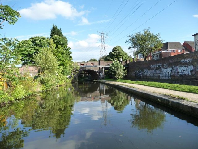 Worcester & Birmingham Canal, north of bridge 75