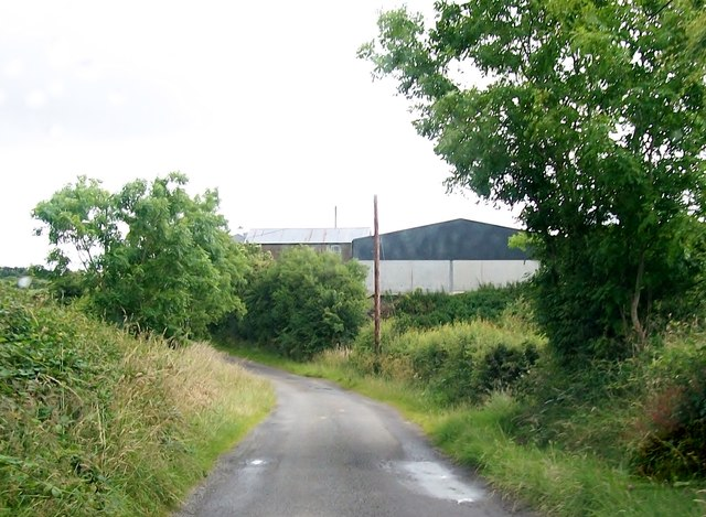 Farm buildings near Annafarney Bridge