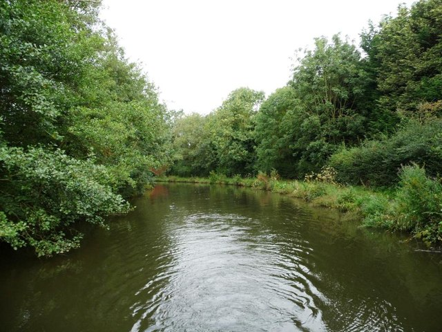 A bend on the Worcester and Birmingham Canal