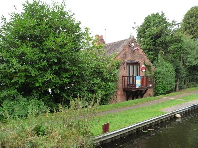 Canalside house for sale, Callow Hill Road