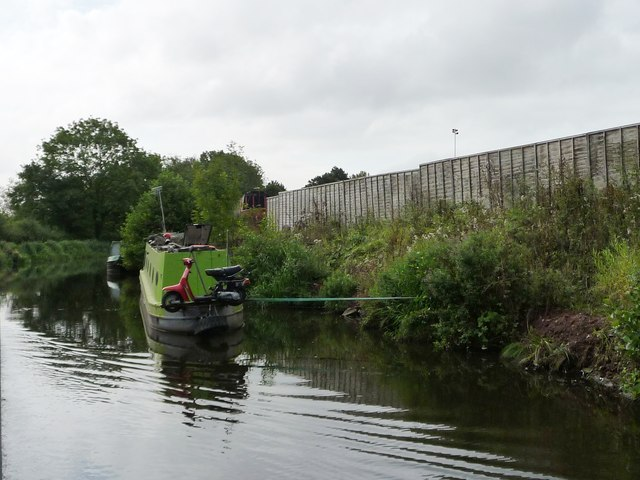 Moored narrowboat near Kiln House