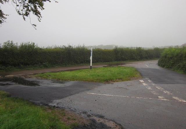 Lane junction near Shute Farm