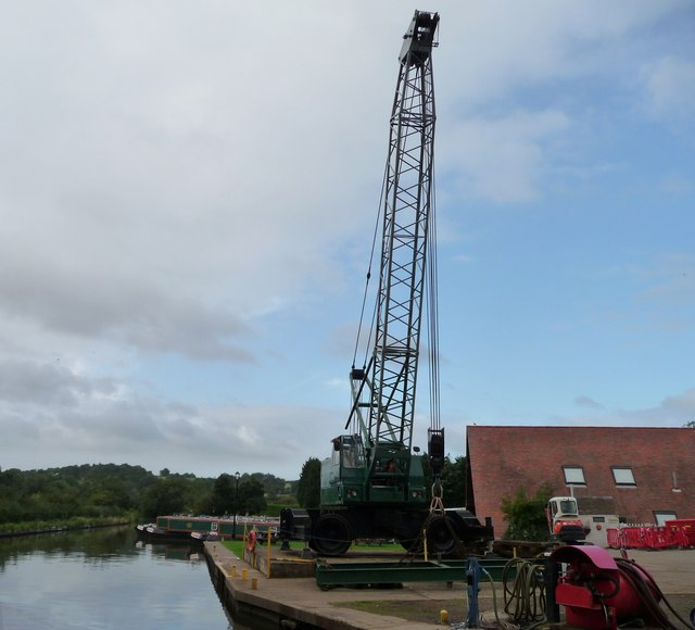 Boat crane, south of Bridge 60