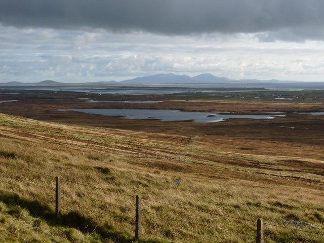 Cleitreabhal a Deas overlooks the moors