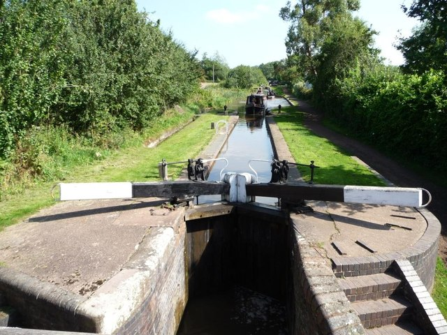 Narrowboat entering Lock 45